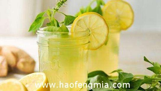 让蜂蜜柠檬水更美味的小秘诀