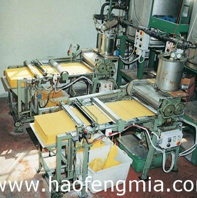 蜜蜂巢础生产机具的发展介绍
