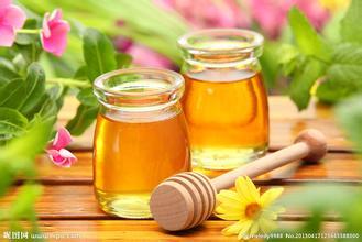 蜂蜜作用:补钙时加点蜂蜜可加强钙的吸收