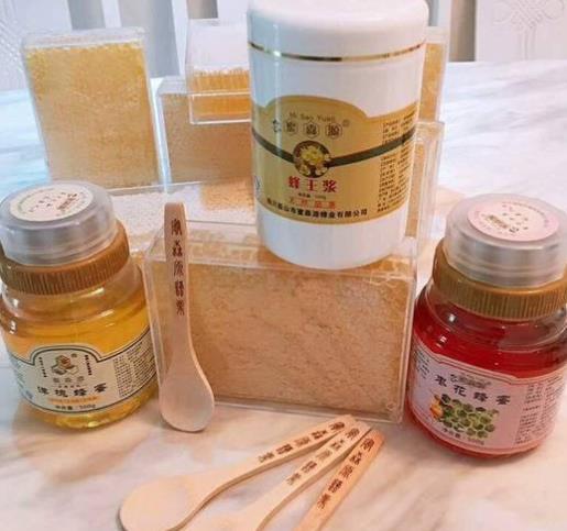 """眉山市东坡区被中国蜂产品协会正式授予""""中国蜂蜜之乡""""称号"""