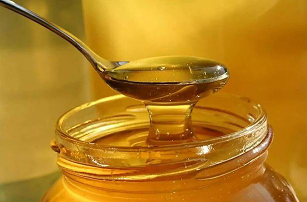 嘴唇干裂可以涂蜂蜜吗