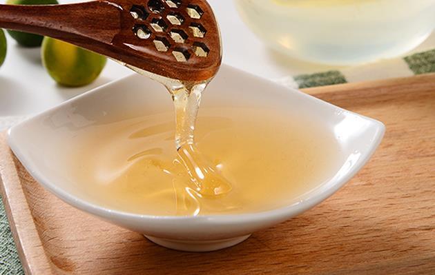 蜂蜜变黑了还能吃吗?蜂蜜放久表面上变黑了