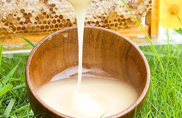 蜂蜜发酸了还能吃吗?蜂蜜有点发酸还能吃吗?